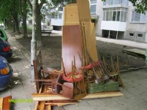 Натрошени мебели извозване
